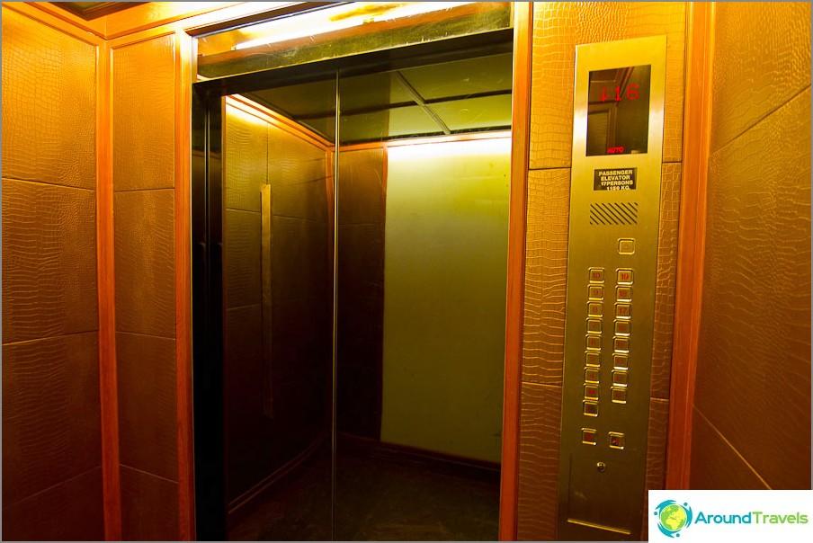 Лифт, покрит с дерматин отвътре