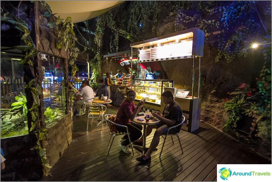 Kahvila Bangkokin Oceanariumissa