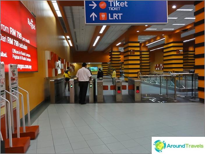 Турникети в метро LRT в Куала Лумпур