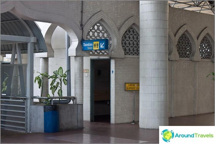 Тоалетни на гара KTM Komuter