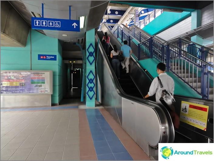 Тоалетна на гара LRT в метрото Куала Лумпур