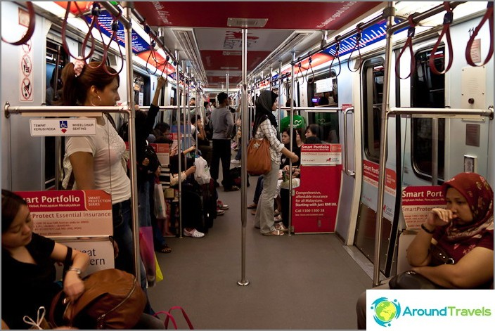 В жп вагона LRT, лек метро в Куала Лумпур