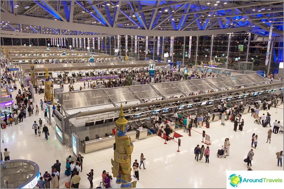 Suvarnabhumin lentokentän lähtöalue