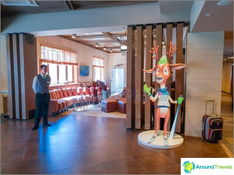 Rose Springs -hotellin aula