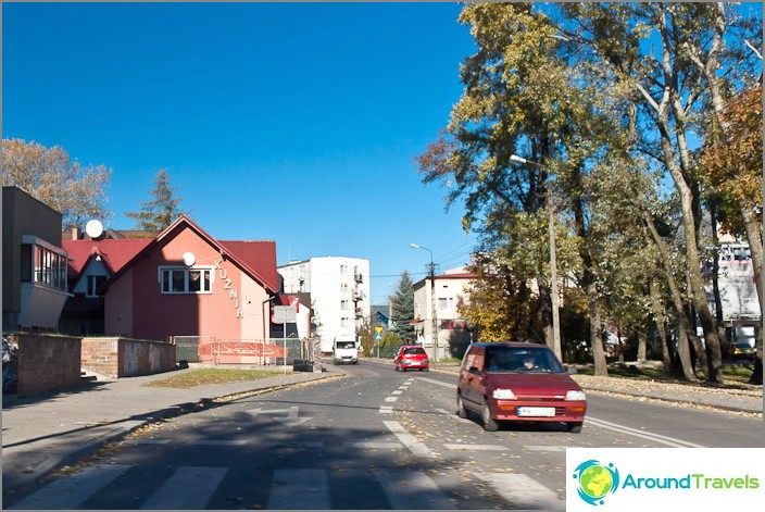 Tavallisen puolalaisen kaupungin tavallinen katu