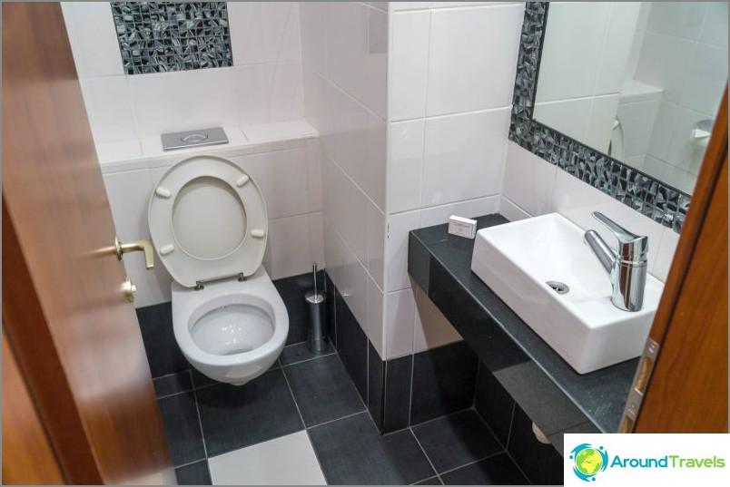 Ensimmäinen kylpyhuone, pieni
