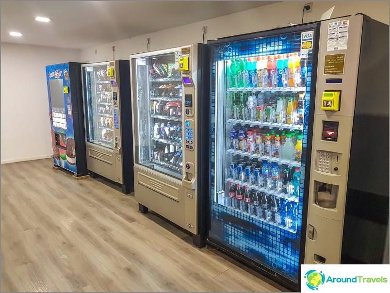 Automaatit vedellä ja suklaalla, hinnat, kuten lentokentällä