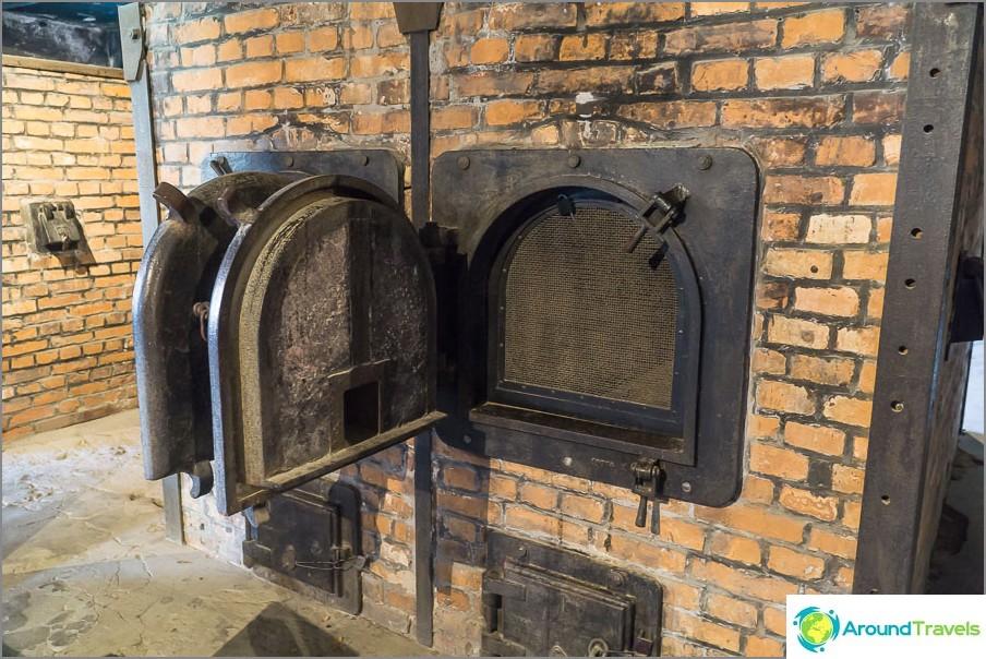 Krematoriumuuni Auschwitz 1: ssä