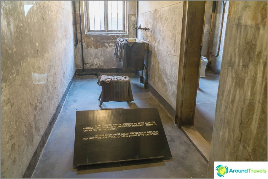 Huone, jossa naiset riisuivat ennen teloitusta