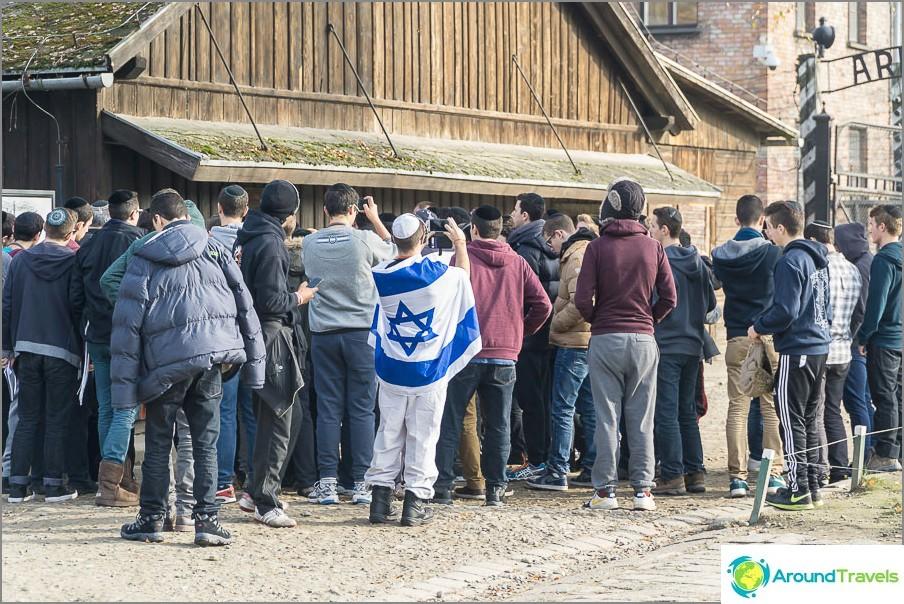 Israelin koululaiset retkillä Auschwitziin. En ole nähnyt meidän.