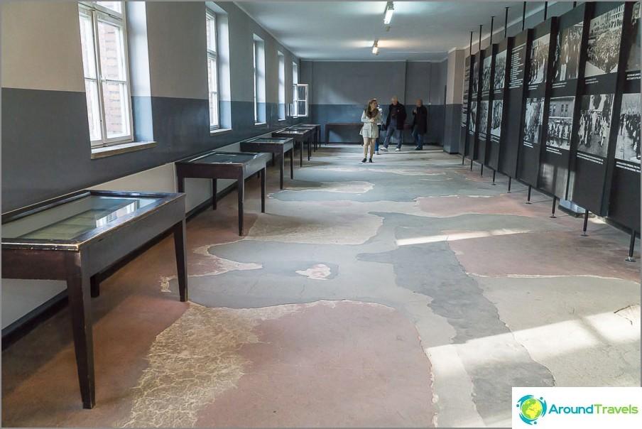 Lohkojen lattia ja portaat työnnetään läpi