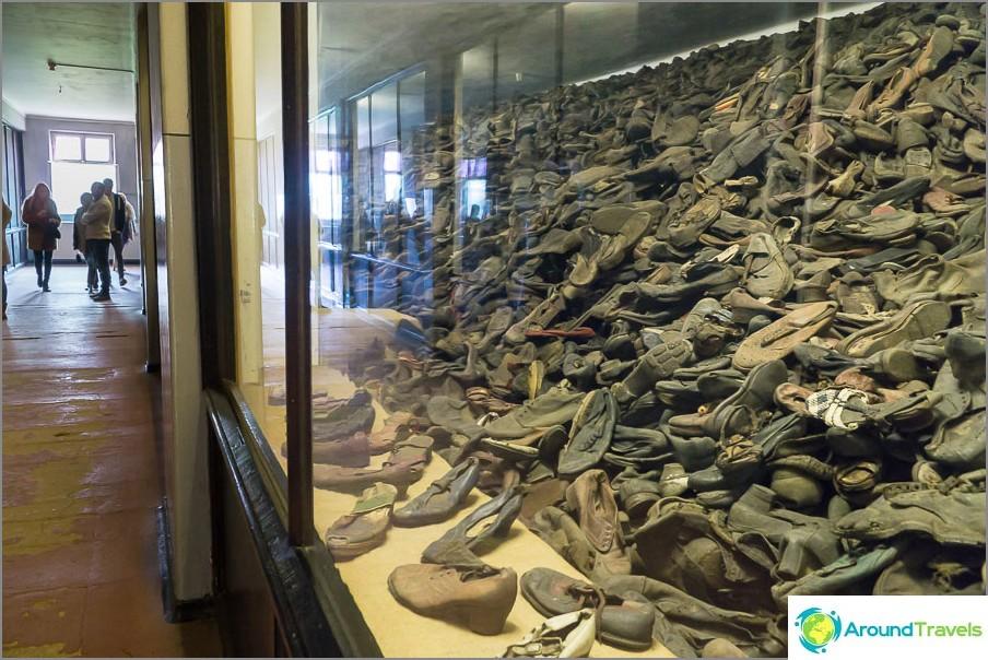 Valtava huone aikuisten kengillä