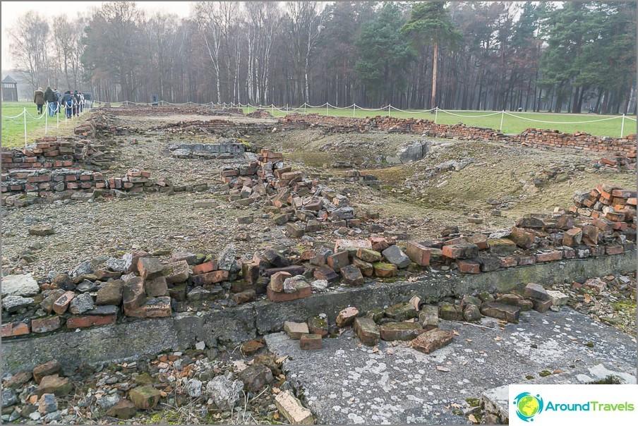 Toisen krematorion rauniot Auschwitz-Birkenaussa