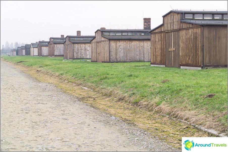 Puumajojen jälleenrakentaminen Birkenau