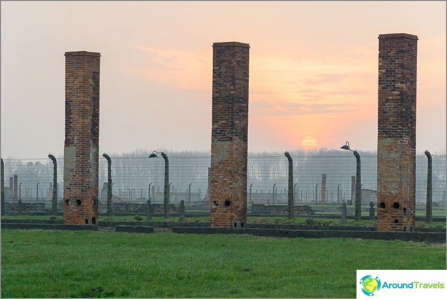 Post-apokalyptinen maisema Auschwitz-Birkenaussa