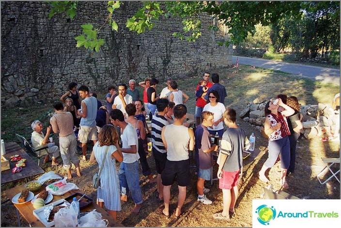 Vapaaehtoistyön ohjelmat - lomamatka paikallisille asukkaille.