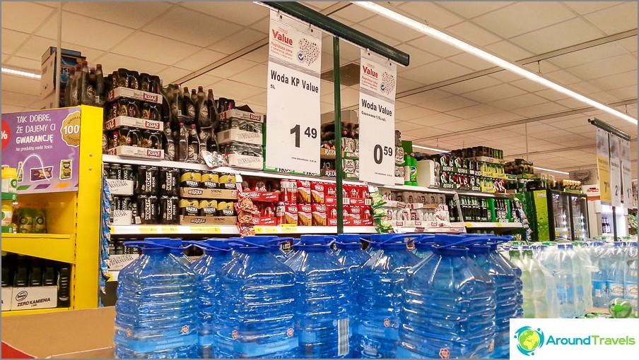 He ostivat vettä 5 litrasta, erittäin halpaa vettä
