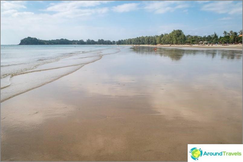 Плаж Klong Dao в отлив