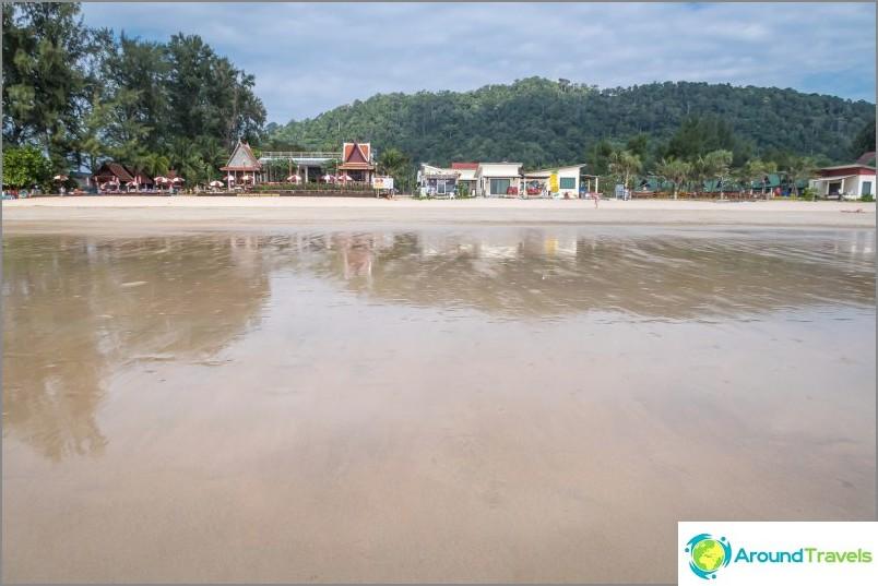 Плаж Klong Dao в Ланта при отлив
