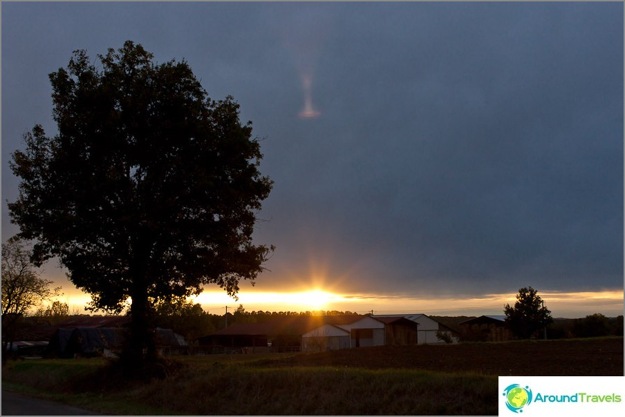 Vain auringonlasku sateen jälkeen