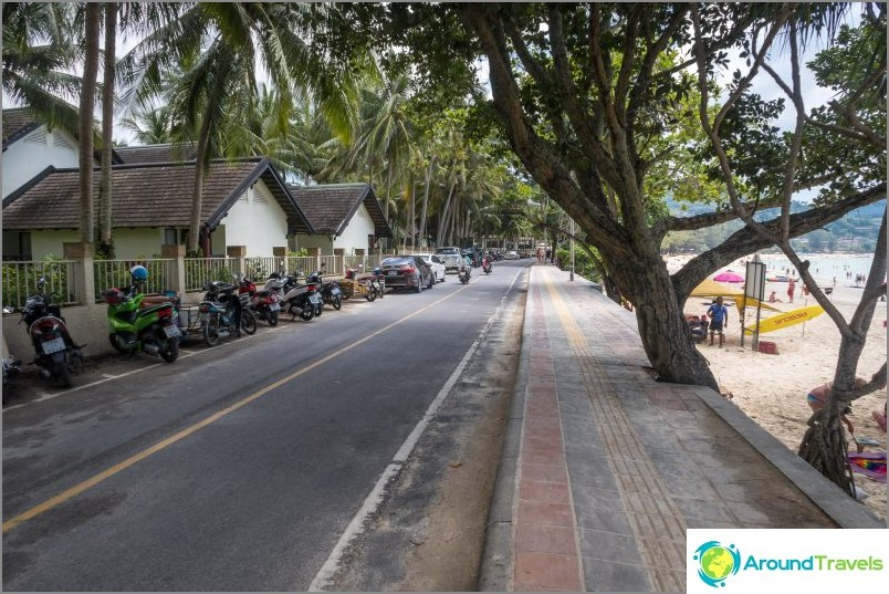 Promenade kulkee lähellä rantaviivaa