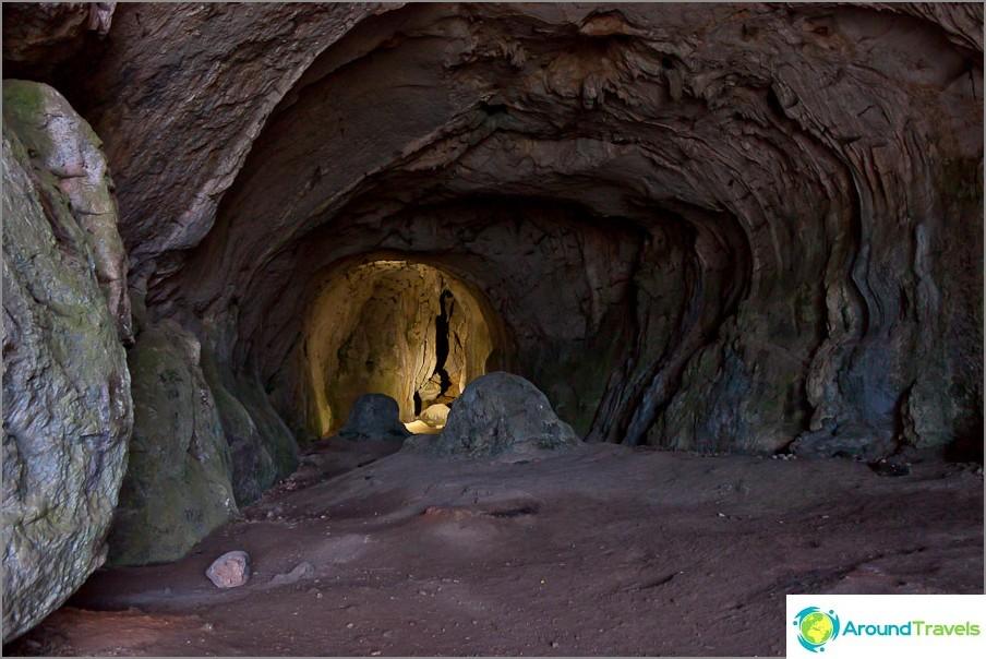 Suuri luolasali, ikkuna ulospäin