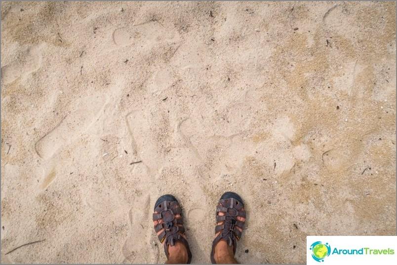 Suuri hiekka sekoitettu korallijäämiin