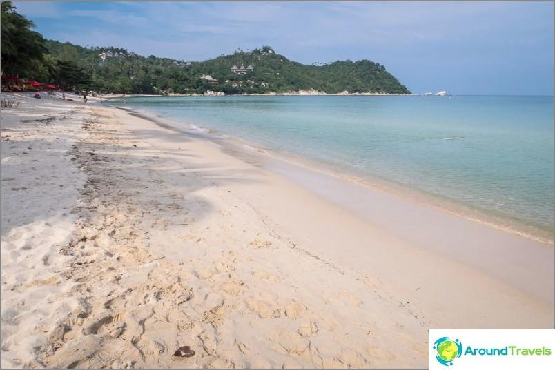 Ако погледнете морето - гледката е перфектна, пясъкът подчертава водата.