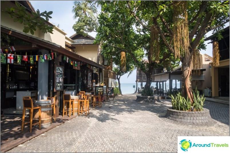 Ао Тонг Най Пан Ной напред свети през. Най-удобният преход до морето на това място.