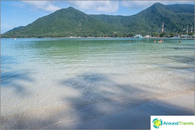 Meri on matala, kaunis, puhdas pohja.
