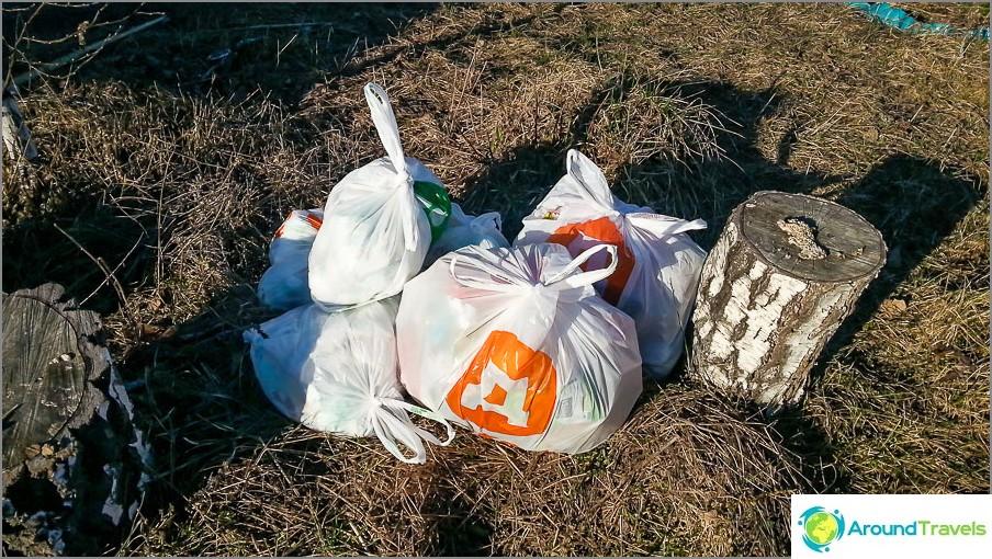 Боклук за седмица и половина. В града обикновено два пъти повече