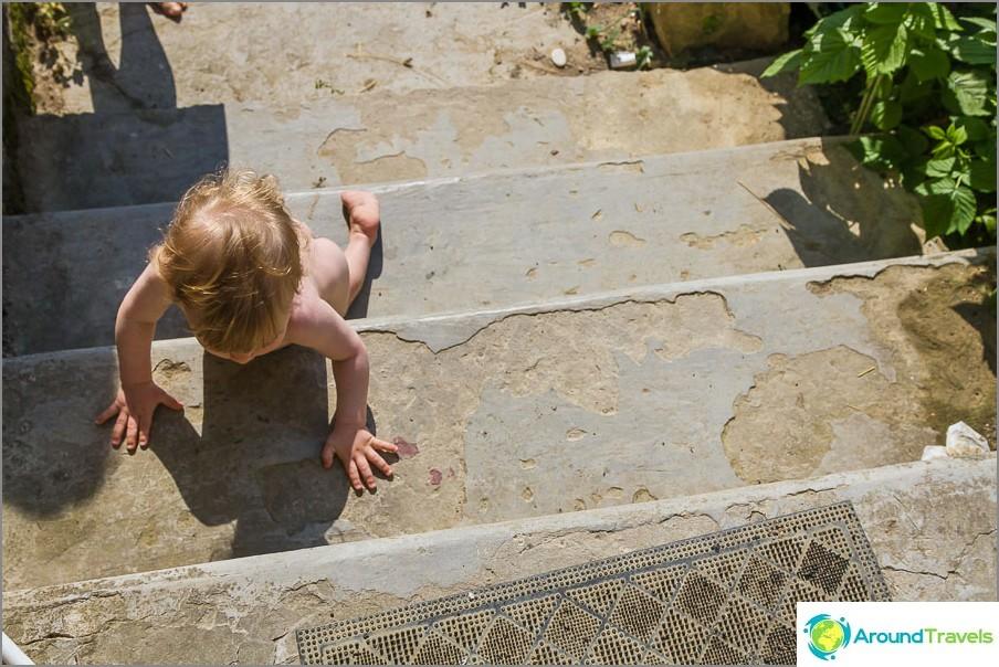 Един от любимите симулатори на Егор е бетонното стълбище.