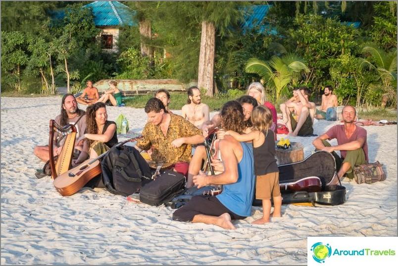 Плаж Шри Тану и Ао Ниад - рай за деца и йоги във Фанган