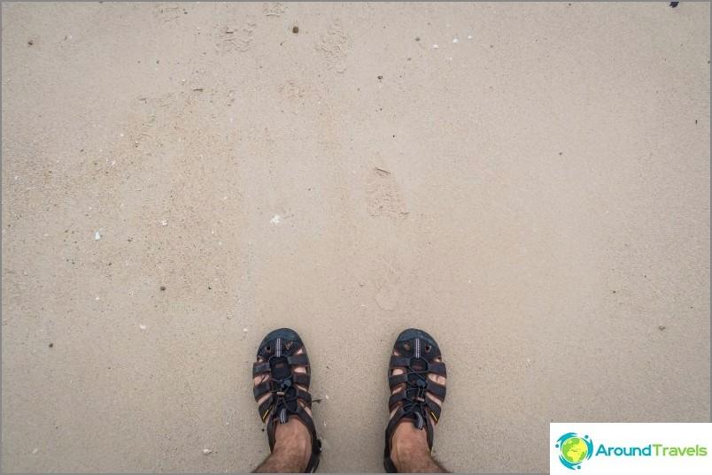 Плажът Ao Plai Laem е наистина тайно място