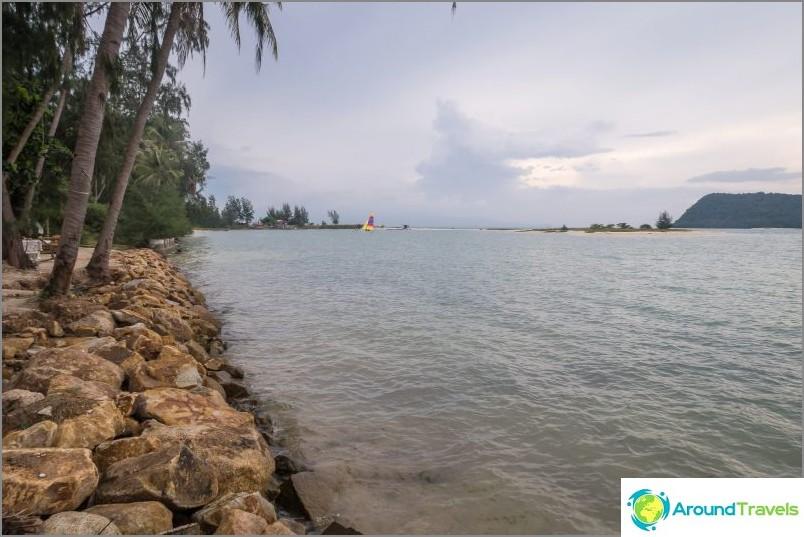 Ao Nai Wok, vasen näkymä, kohti satamaa.