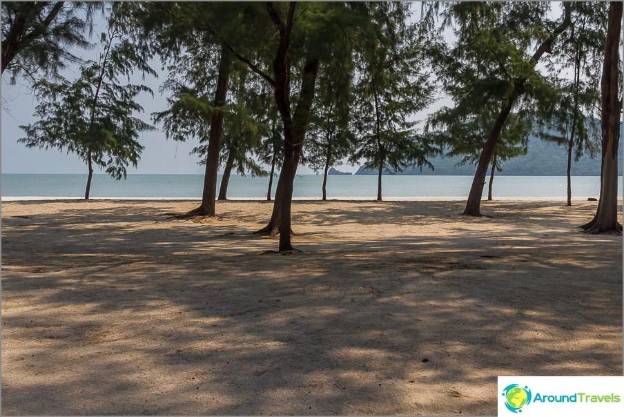 the-Laem-sala-beach-Laem-sala-beach-02