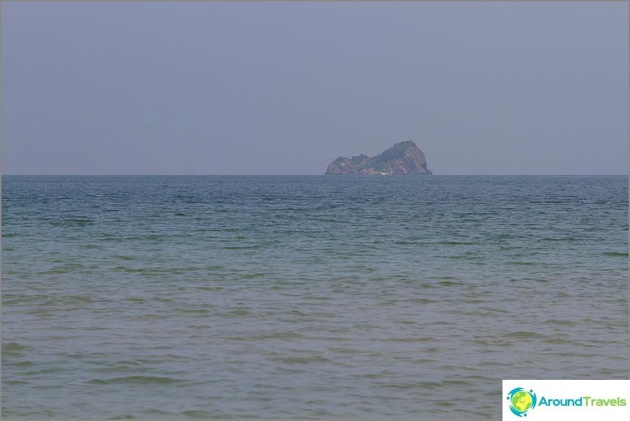beach-tao-o-turtle-vicino-mountain-Khao-tao-04