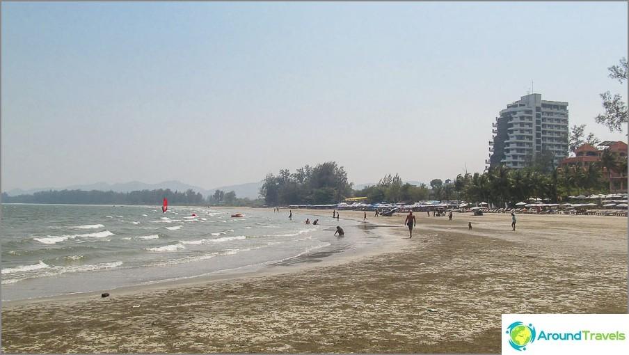 на-takiab-плаж-thakiab-плаж-не-претъпкан-и-близо до Хуа-ин-01
