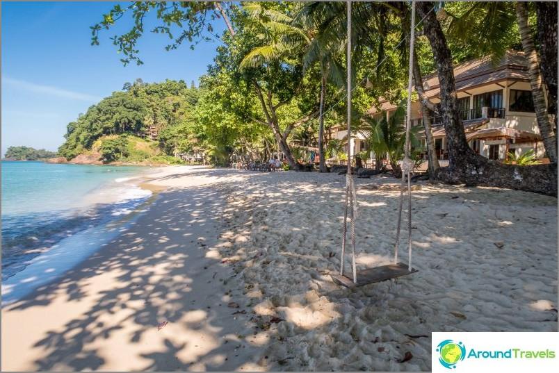 Самотен плаж - младежки и забавен