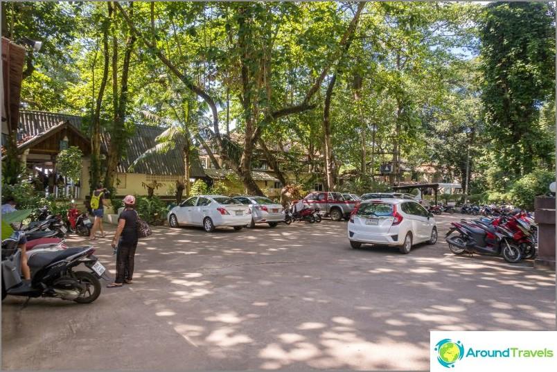 Паркиране на хотела в курорта Сиам Бийч