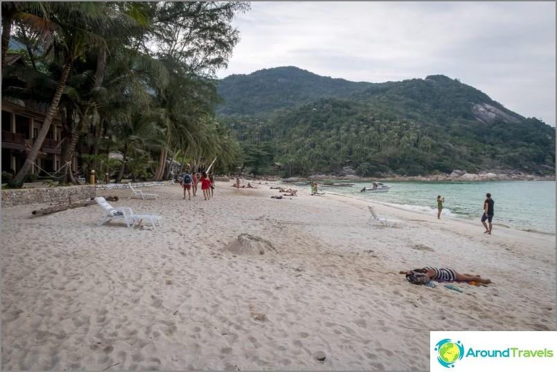 Изглед вляво от центъра на плажа