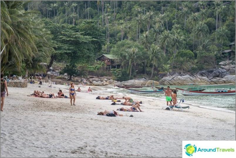 Уголемен - плаж с бутилки с леви ръбове