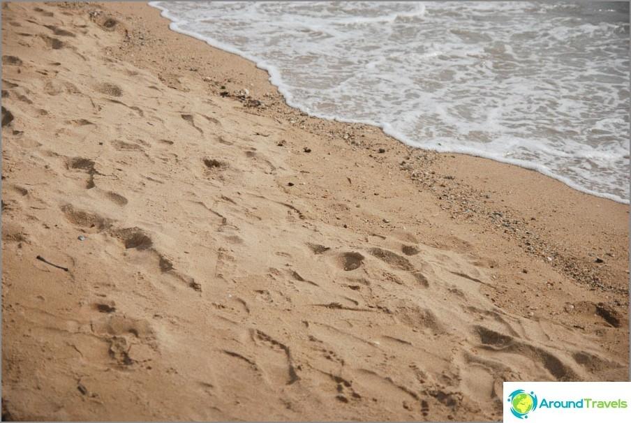 Hiekkaa rannalla
