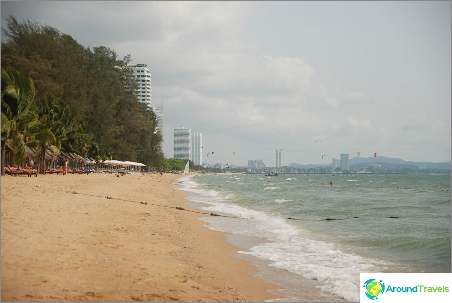 Bacco Beach - due caffè, casuarines e kiters
