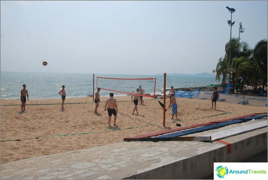 Beach Volley di fronte al parco di Pattaya