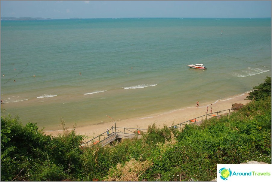 Vista sulla spiaggia accogliente
