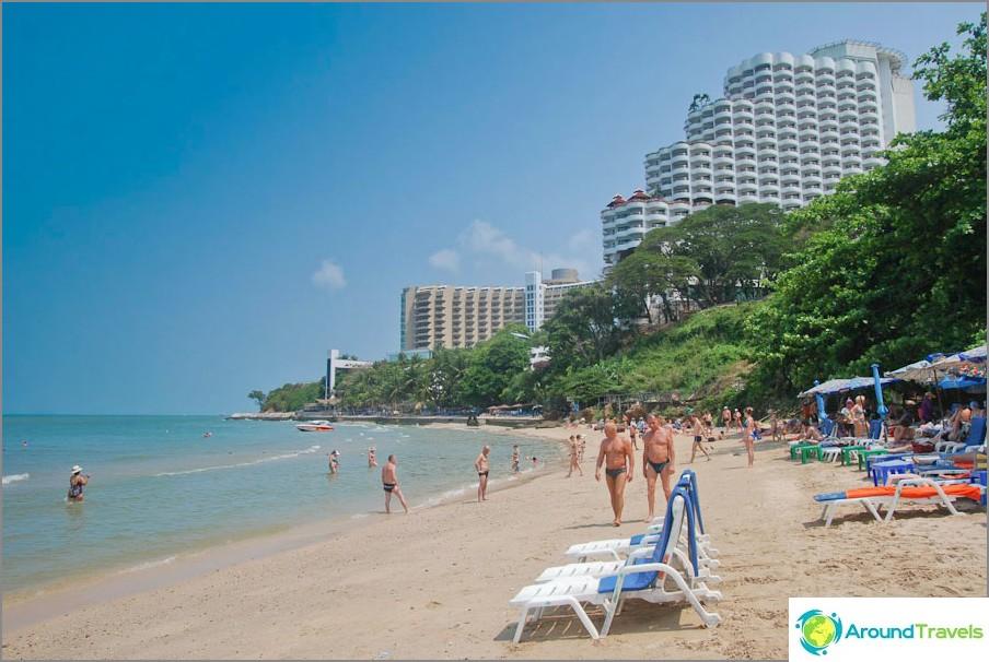 Cozy Beach è una piccola spiaggia di Pratamnaka