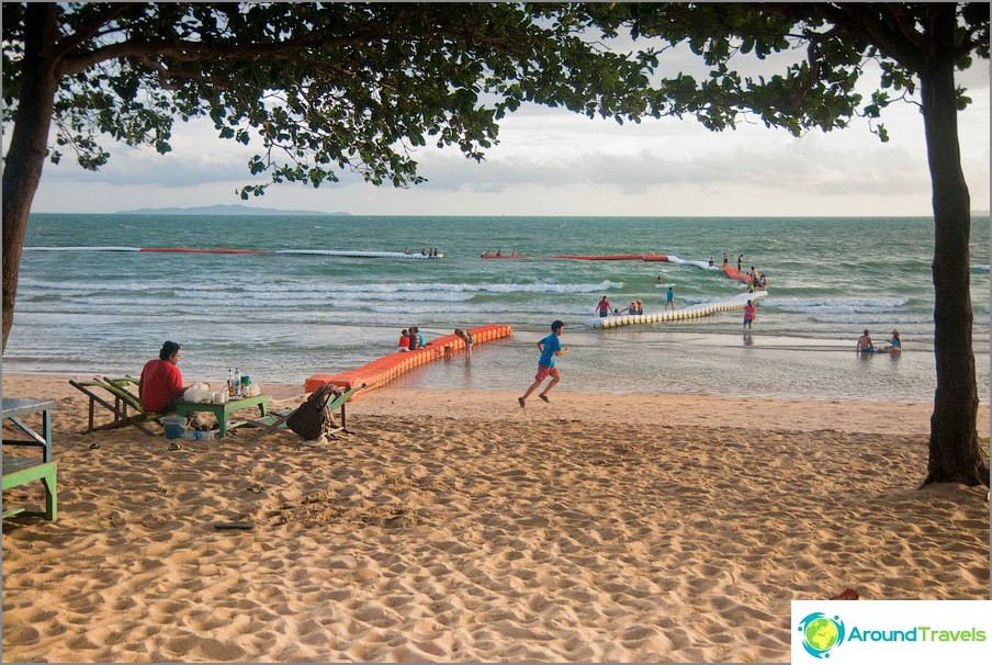 Jomtien Beach: lunga e popolare