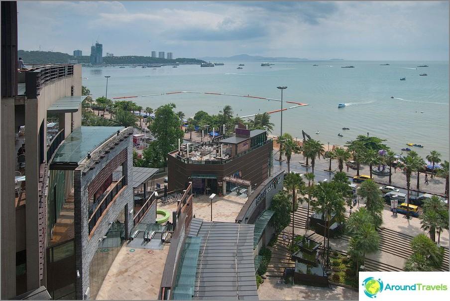 Näkymä Pattayan rannalle Central Festival Mall -ostoskeskuksesta