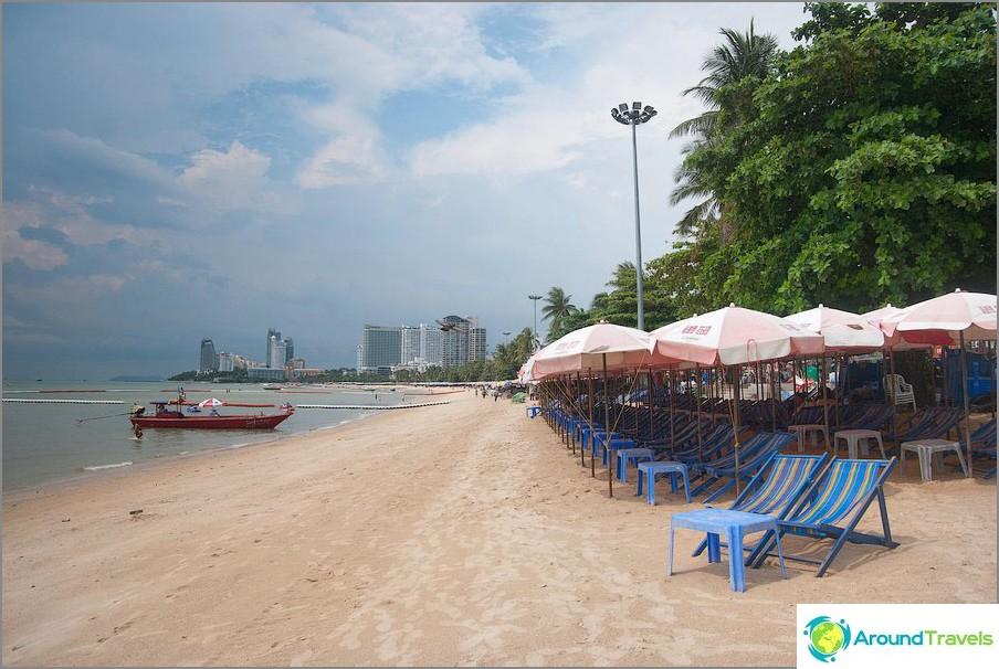 Pattayan ranta laskuveden aikaan